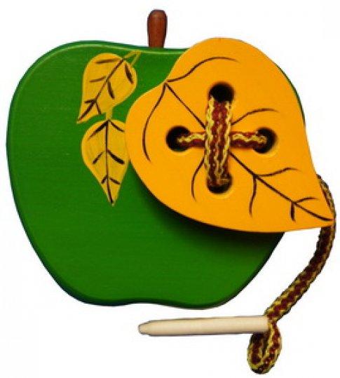 Яблоко с листиком шнуровка крашенная (18х12х2,5 см)